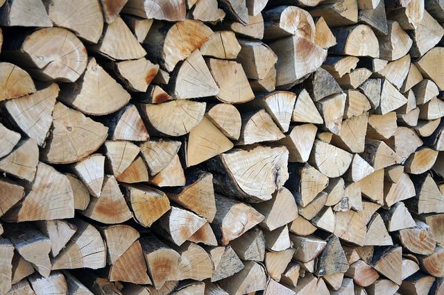 construire un abri pour stocker le bois de chauffage l 39 atelier de l 39 habitat. Black Bedroom Furniture Sets. Home Design Ideas
