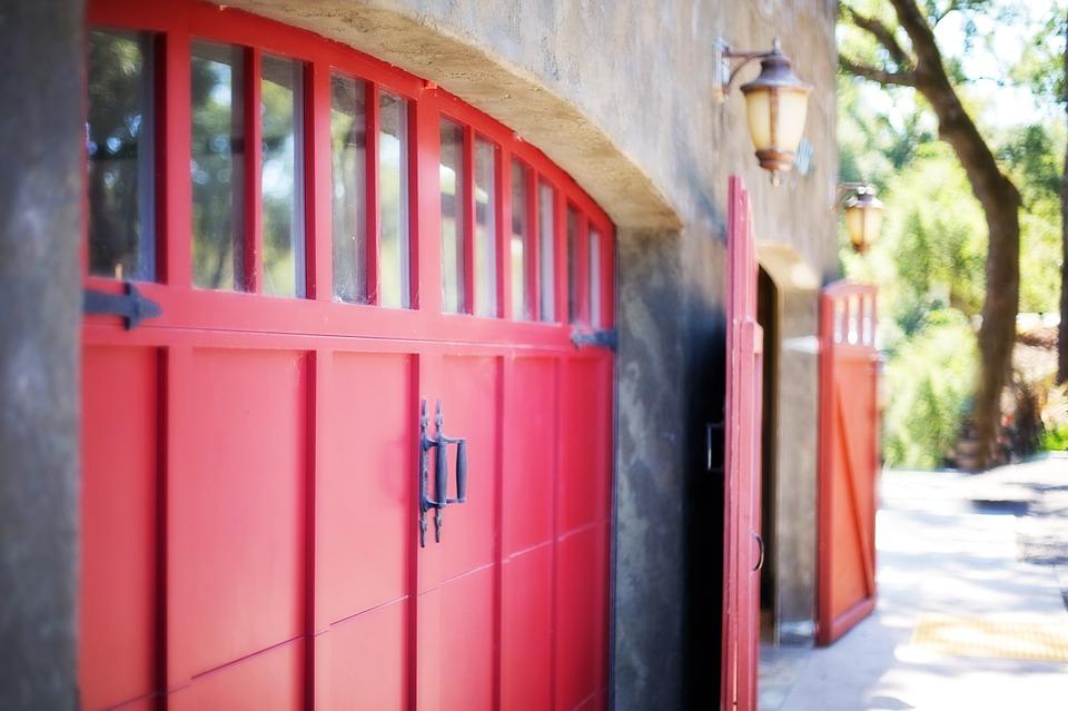 garage-door-553458_960_720