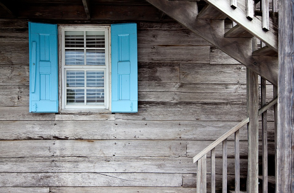 shutters-669296_960_720
