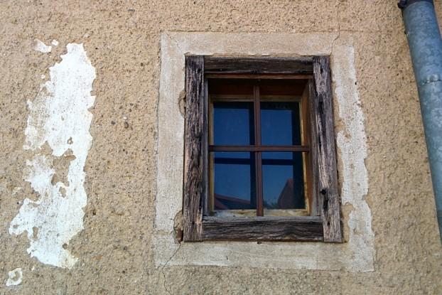 window-385965_960_720