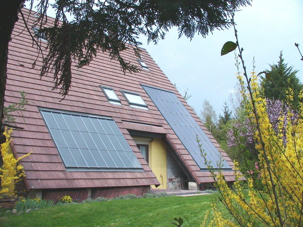 des panneaux solaires photovolta ques sur mon toit l 39 atelier de l 39 habitat. Black Bedroom Furniture Sets. Home Design Ideas