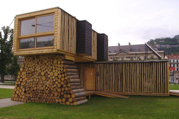 Une maison bioclimatique construite entièrement de bois
