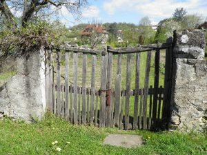Le traitement préventif de votre portail en bois
