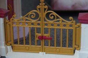 Le portail somptueux du château de Barbie