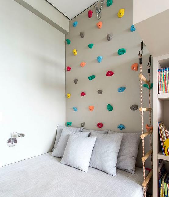 Papier peint peinture l 39 atelier de l 39 habitat - Mur escalade enfant ...