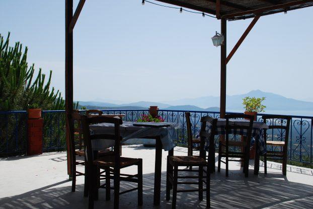 terrasse-beton-jardin-amenagement-exterieur