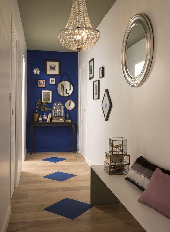 décoration mur bleu uni