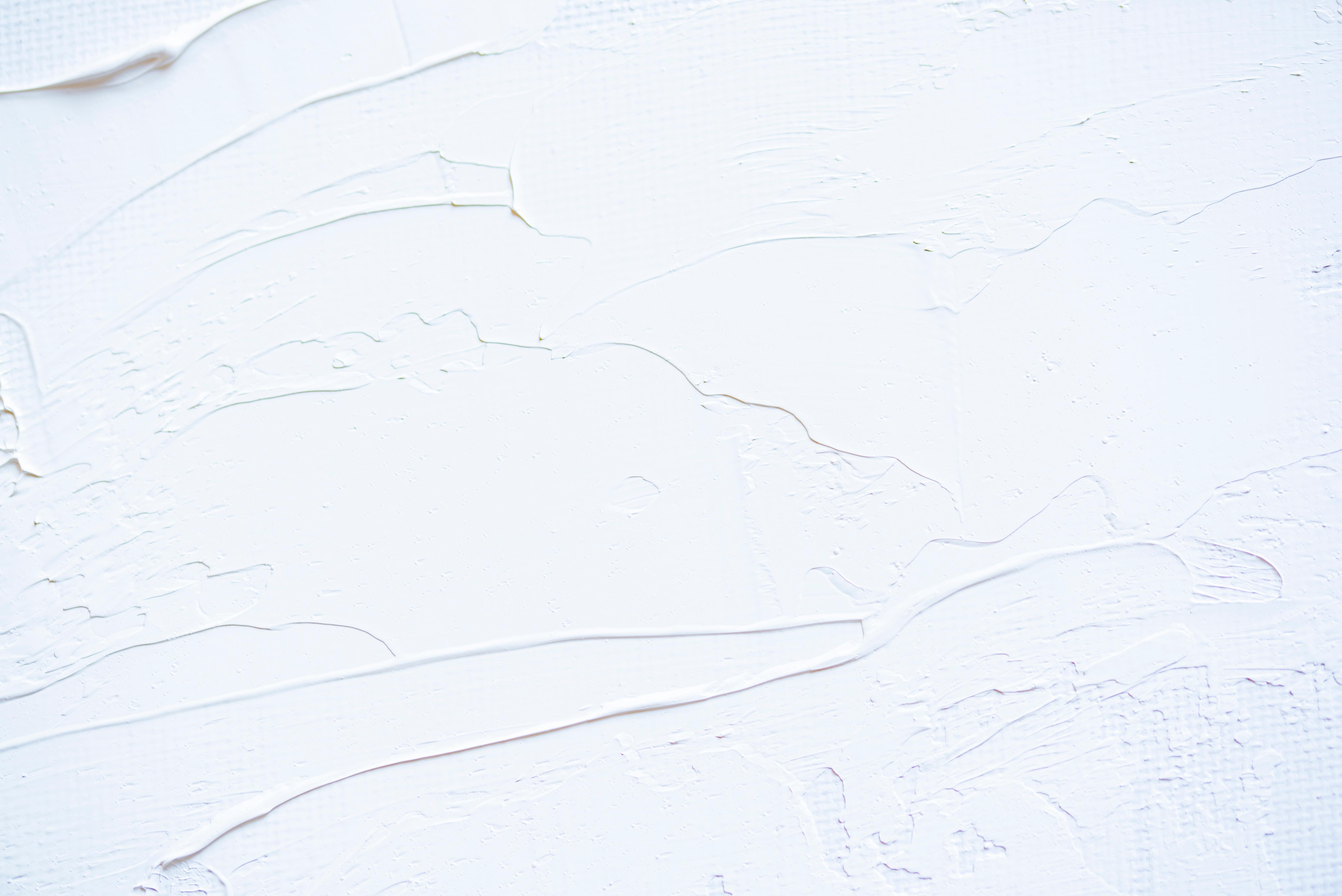 peinture blanche, enduit décoratif à relief